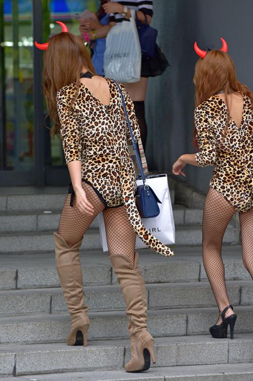 【コスプレエロ画像】ハロウィンを露出コスプレ祭りと勘違いしてる女wwww 37