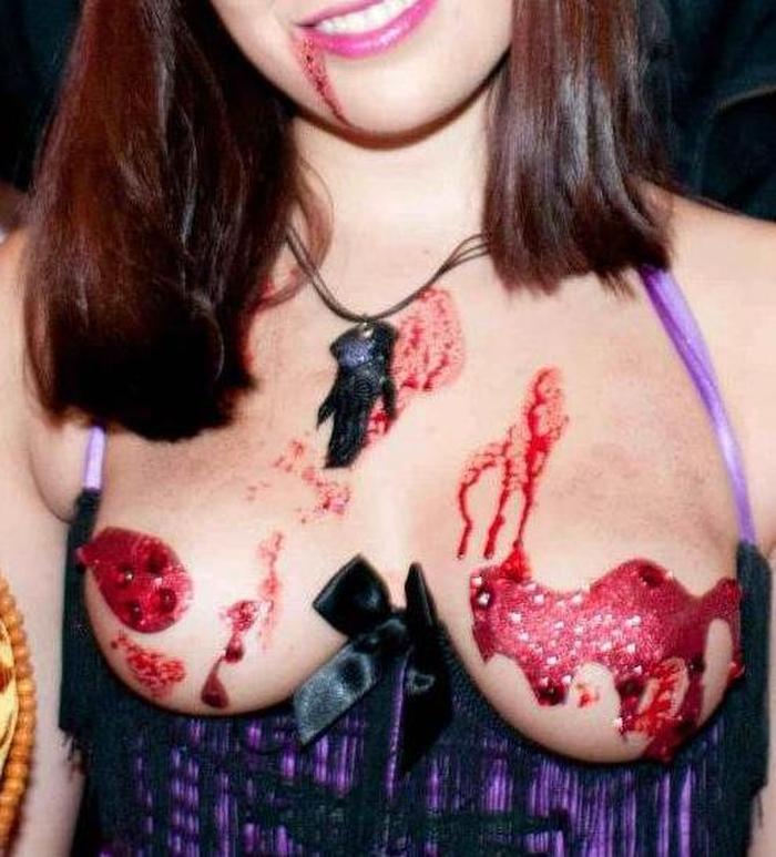 【コスプレエロ画像】ハロウィンを露出コスプレ祭りと勘違いしてる女wwww 44