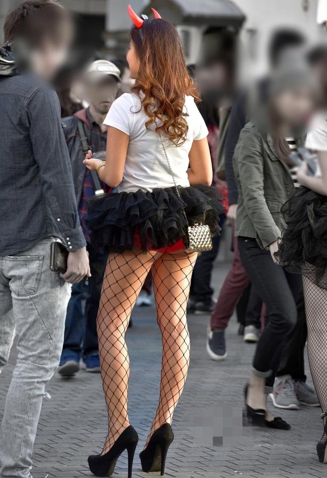 【コスプレエロ画像】ハロウィンを露出コスプレ祭りと勘違いしてる女wwww 53