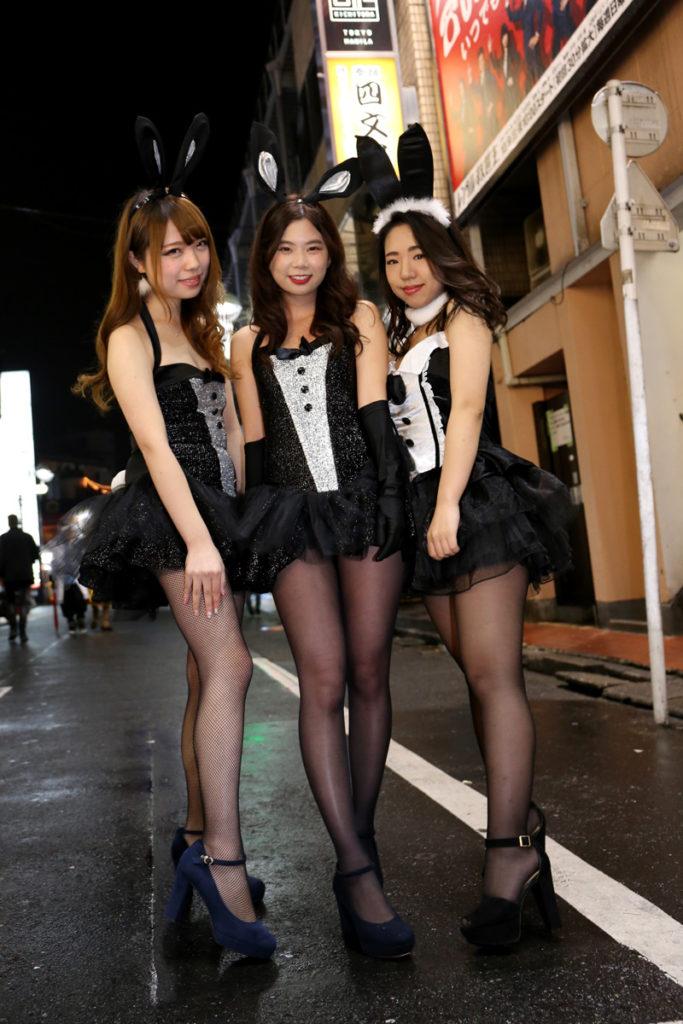 【コスプレエロ画像】ハロウィンを露出コスプレ祭りと勘違いしてる女wwww 61