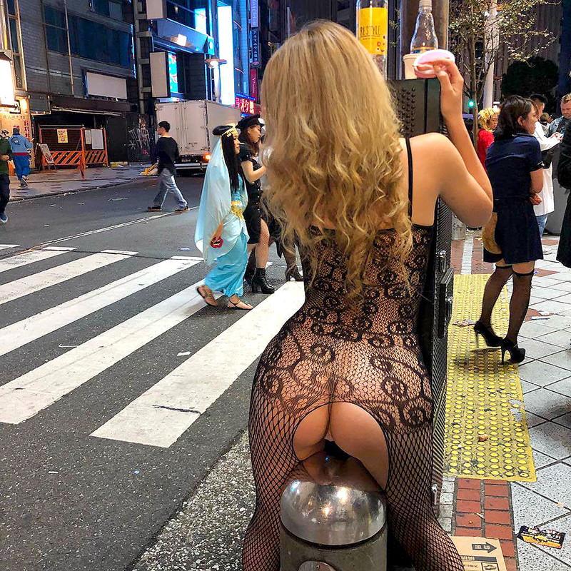 【コスプレエロ画像】ハロウィンを露出コスプレ祭りと勘違いしてる女wwww 80