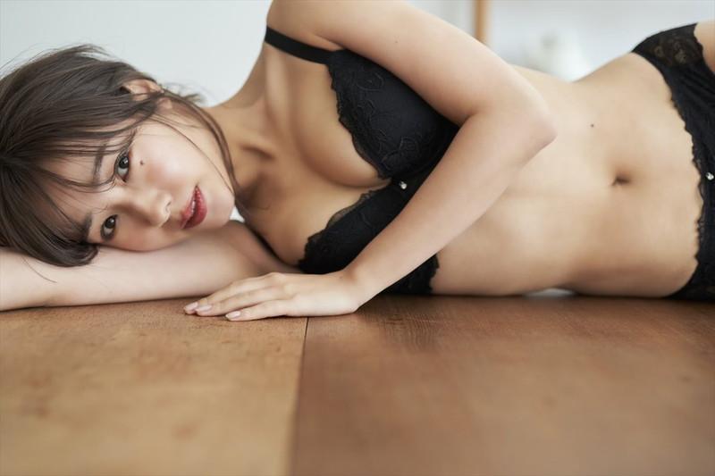 【前田希美エロ画像】泣きぼくろがチャームポイントのファッションモデル