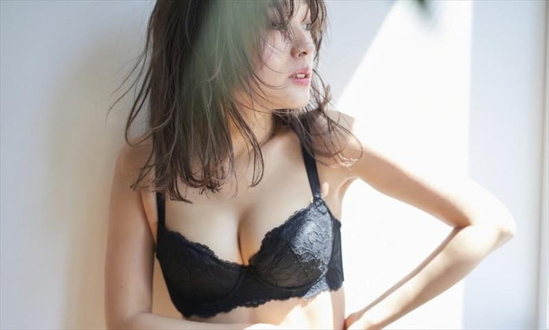 【前田希美エロ画像】泣きぼくろがチャームポイントのファッションモデル 03