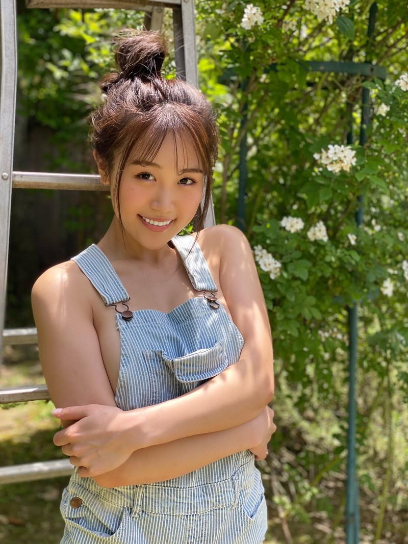 【HARUKAエロ画像】ギャル系ユニットに居るけど素顔は童顔系って感じで可愛いw 17