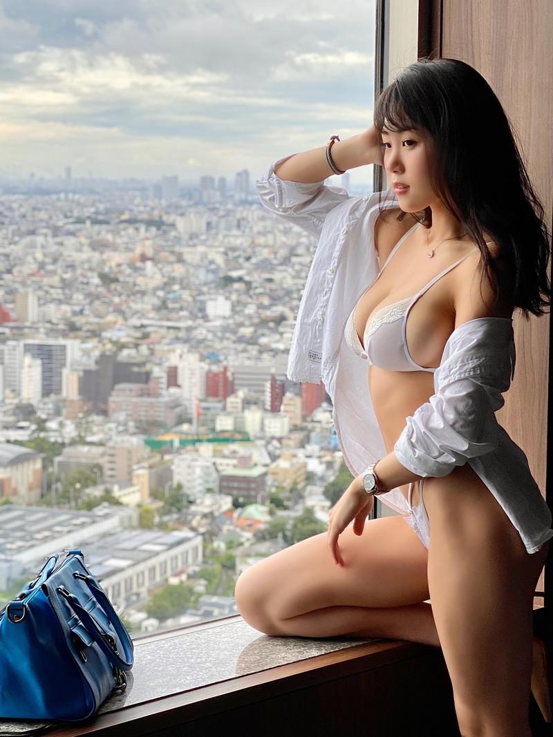 【HARUKAエロ画像】ギャル系ユニットに居るけど素顔は童顔系って感じで可愛いw 18