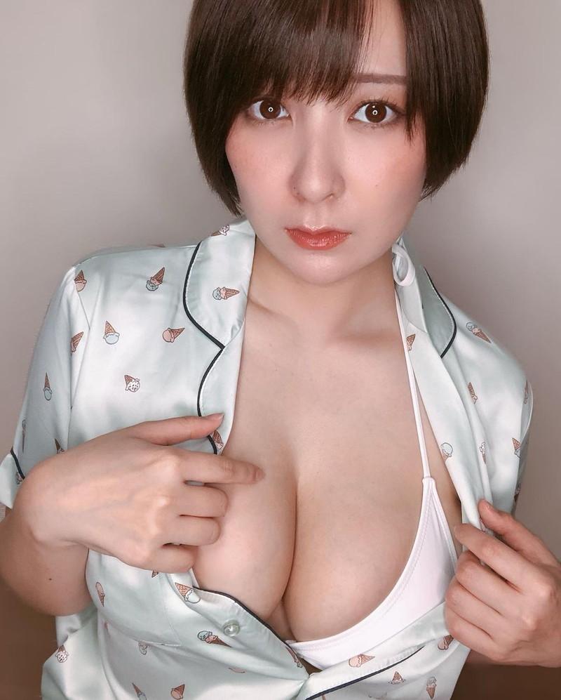 【紺野栞キャプ画像】ショートヘアにイメチェンして巨乳ボディに魅力が増した! 61