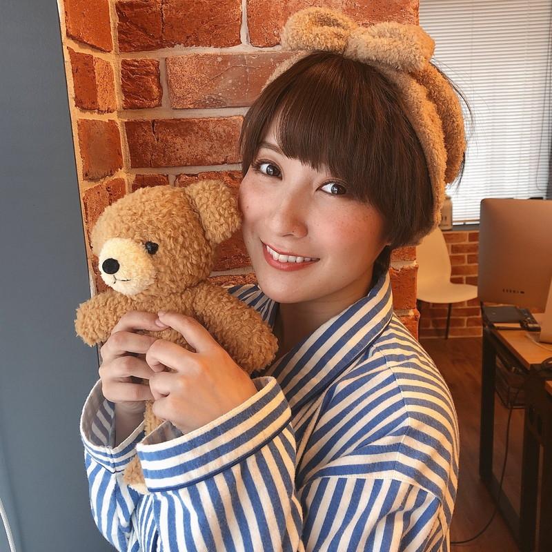 【紺野栞キャプ画像】ショートヘアにイメチェンして巨乳ボディに魅力が増した! 75