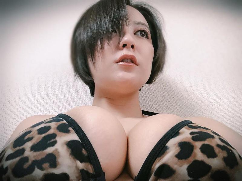 【紺野栞キャプ画像】ショートヘアにイメチェンして巨乳ボディに魅力が増した! 79