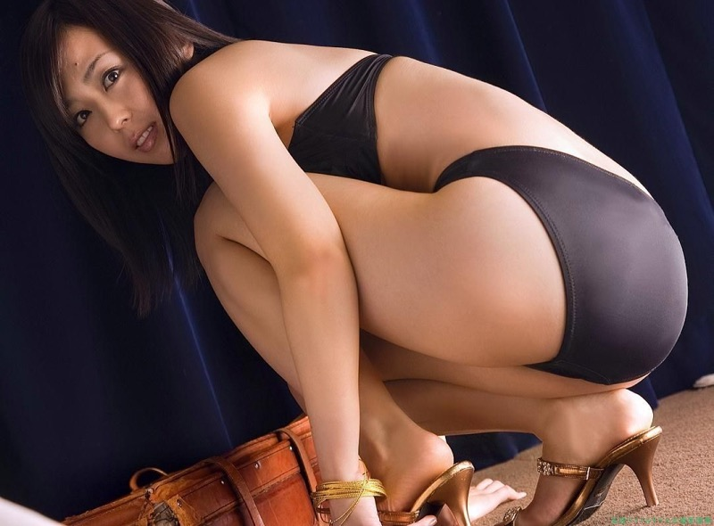 【伊藤えみグラビア画像】セクシーさと可愛らしさを合わせ持つグラビアがたまらない美女 03