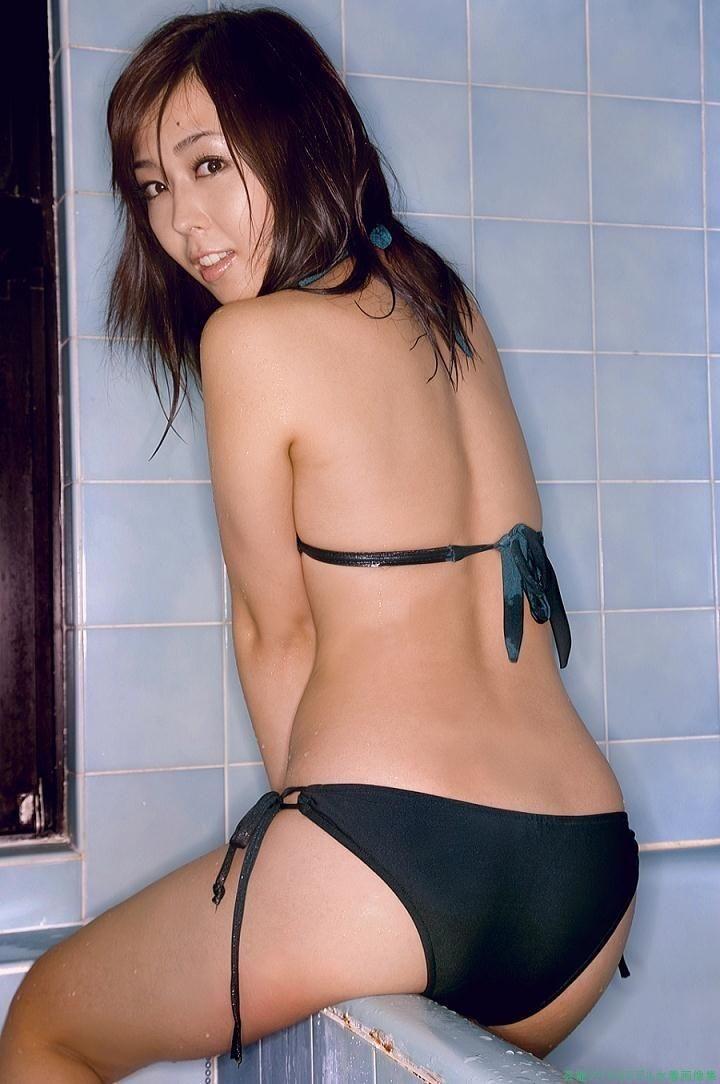 【伊藤えみグラビア画像】セクシーさと可愛らしさを合わせ持つグラビアがたまらない美女 10