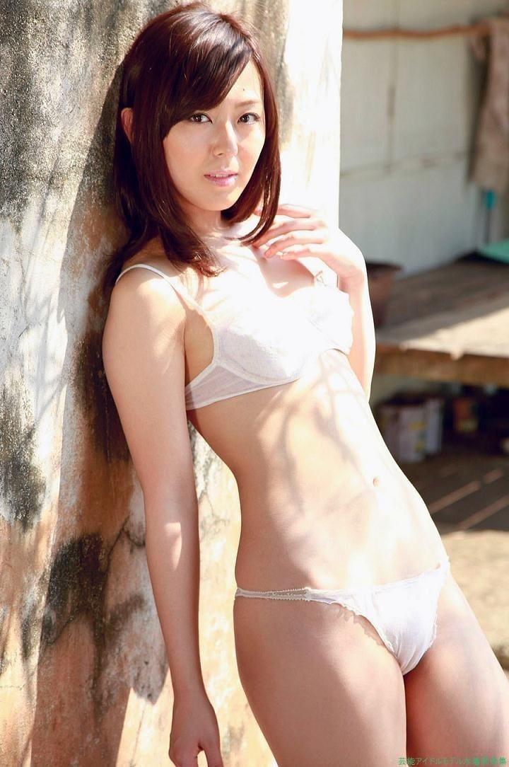 【伊藤えみグラビア画像】セクシーさと可愛らしさを合わせ持つグラビアがたまらない美女 42