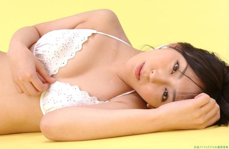 【伊藤えみグラビア画像】セクシーさと可愛らしさを合わせ持つグラビアがたまらない美女 44