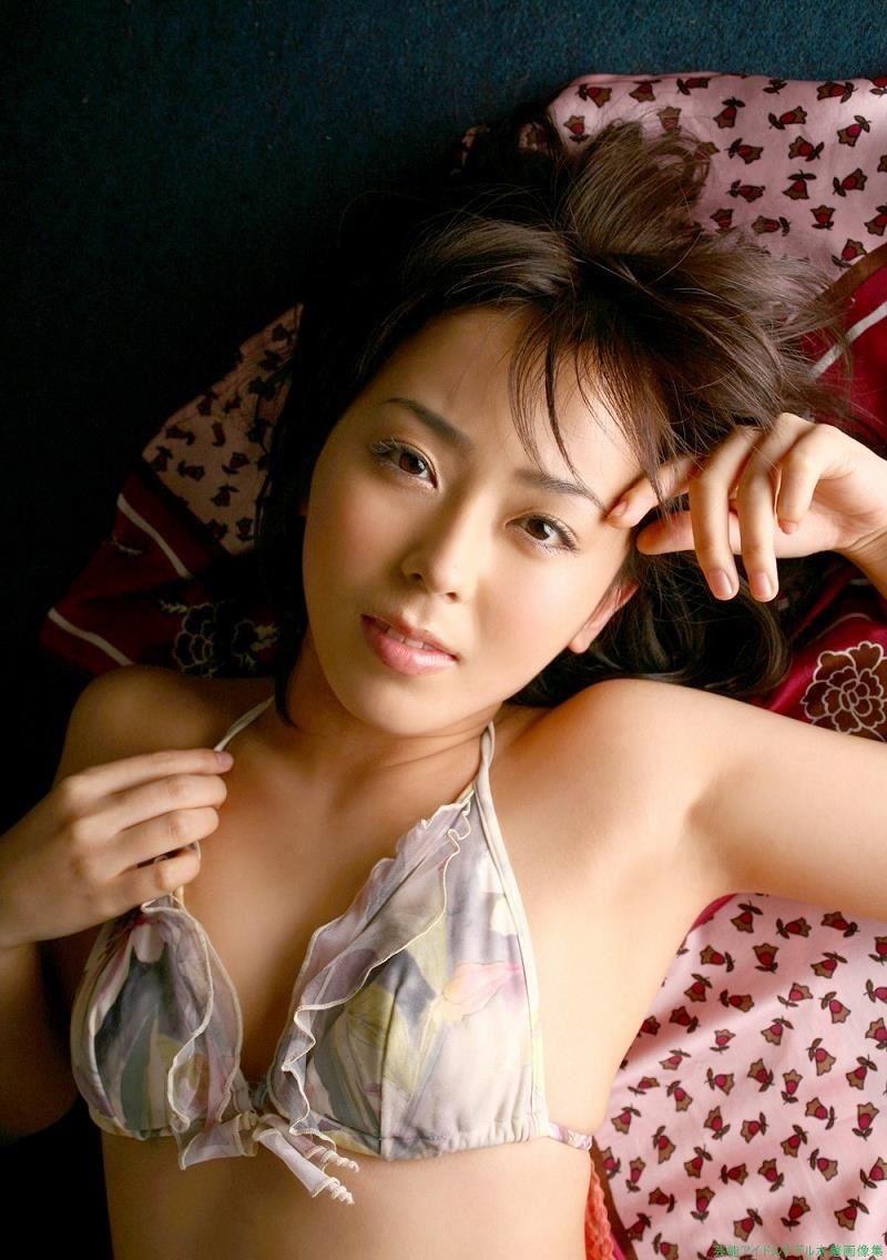 【伊藤えみグラビア画像】セクシーさと可愛らしさを合わせ持つグラビアがたまらない美女 48