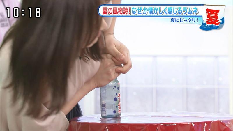 【水卜麻美キャプ画像】日テレ人気女子アナのニット越しオッパイと疑似フェラ! 03