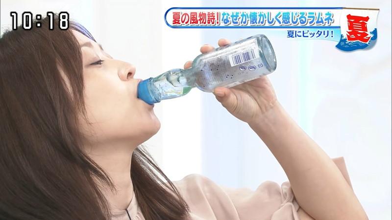 【水卜麻美キャプ画像】日テレ人気女子アナのニット越しオッパイと疑似フェラ! 04