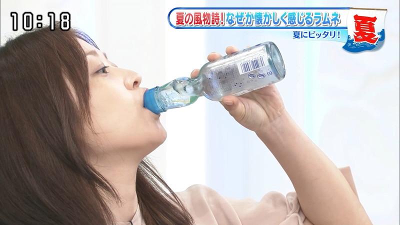 【水卜麻美キャプ画像】日テレ人気女子アナのニット越しオッパイと疑似フェラ! 05