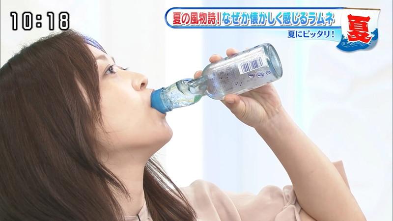 【水卜麻美キャプ画像】日テレ人気女子アナのニット越しオッパイと疑似フェラ! 06