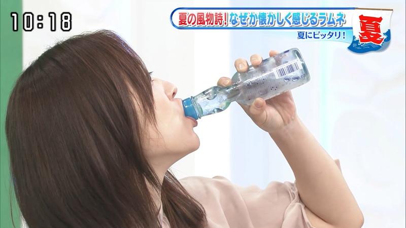 【水卜麻美キャプ画像】日テレ人気女子アナのニット越しオッパイと疑似フェラ! 07