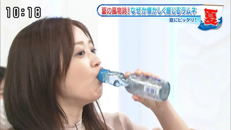 【水卜麻美キャプ画像】日テレ人気女子アナのニット越しオッパイと疑似フェラ! 08