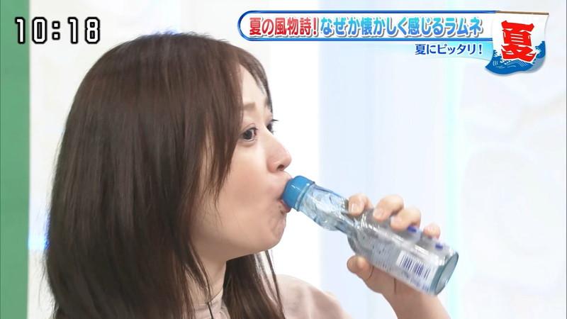 【水卜麻美キャプ画像】日テレ人気女子アナのニット越しオッパイと疑似フェラ! 09