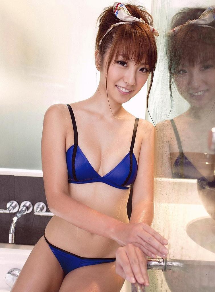 【山本梓グラビア画像】シンガポールで悠々自適な生活をしている元モグラ女子 56