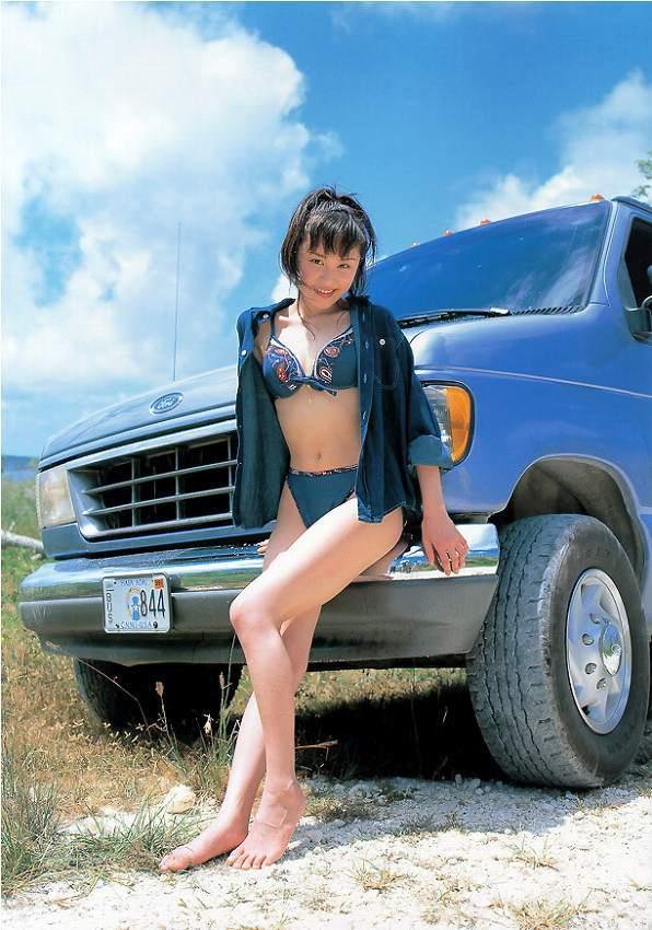 【山口もえお宝画像】ゆるふわ系で人気だったお嬢様タレントの水着グラビア 28