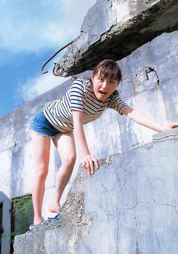 【山口もえお宝画像】ゆるふわ系で人気だったお嬢様タレントの水着グラビア 39