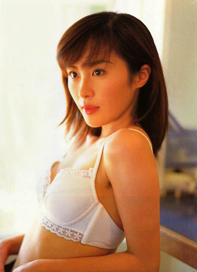 【山口もえお宝画像】ゆるふわ系で人気だったお嬢様タレントの水着グラビア 65