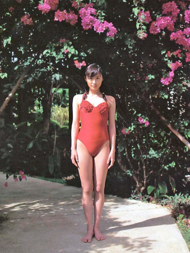 【山口もえお宝画像】ゆるふわ系で人気だったお嬢様タレントの水着グラビア 66