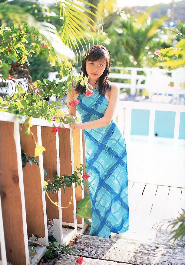 【山口もえお宝画像】ゆるふわ系で人気だったお嬢様タレントの水着グラビア 70