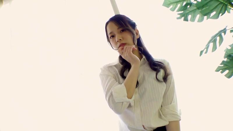 【めぐみういキャプ画像】沖縄発グラドルが魅せるスレンダー美尻ボディ 09