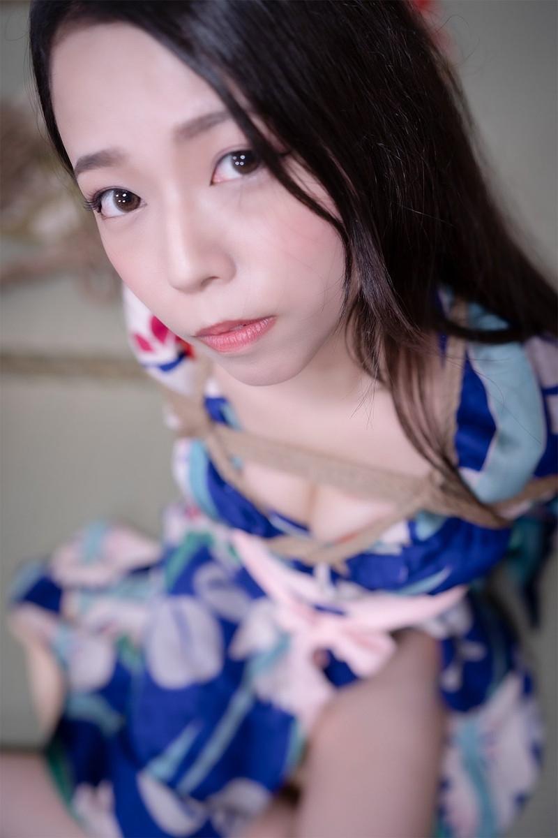 【めぐみういキャプ画像】沖縄発グラドルが魅せるスレンダー美尻ボディ 70