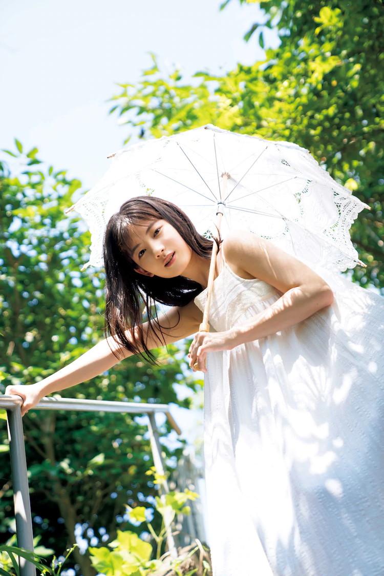 【北川莉央エロ画像】笑顔が可愛い新人モー娘アイドルの眩しいビキニ姿! 21