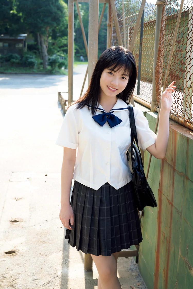 【北川莉央エロ画像】笑顔が可愛い新人モー娘アイドルの眩しいビキニ姿! 23
