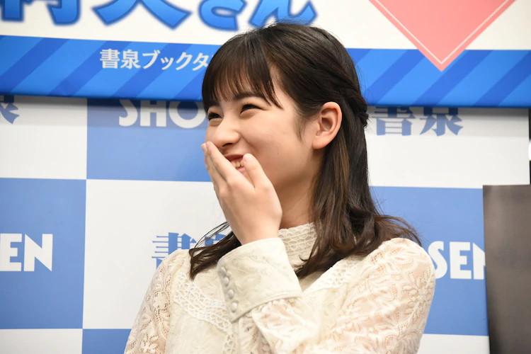 【北川莉央エロ画像】笑顔が可愛い新人モー娘アイドルの眩しいビキニ姿! 32