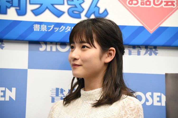 【北川莉央エロ画像】笑顔が可愛い新人モー娘アイドルの眩しいビキニ姿! 33