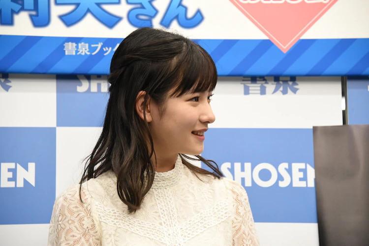 【北川莉央エロ画像】笑顔が可愛い新人モー娘アイドルの眩しいビキニ姿! 34