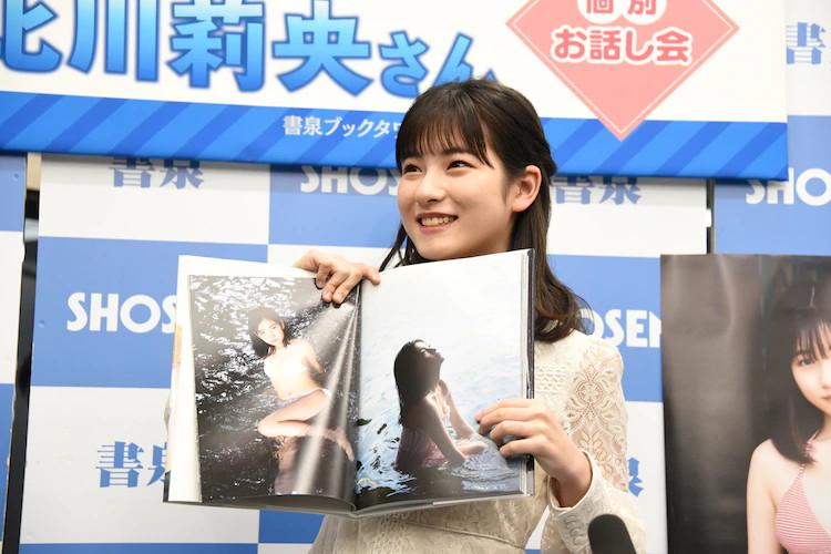 【北川莉央エロ画像】笑顔が可愛い新人モー娘アイドルの眩しいビキニ姿! 40