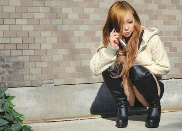 【素人エロ画像】冬でも関係なくミニスカ穿いてパンチラ全開のエロギャル! 09