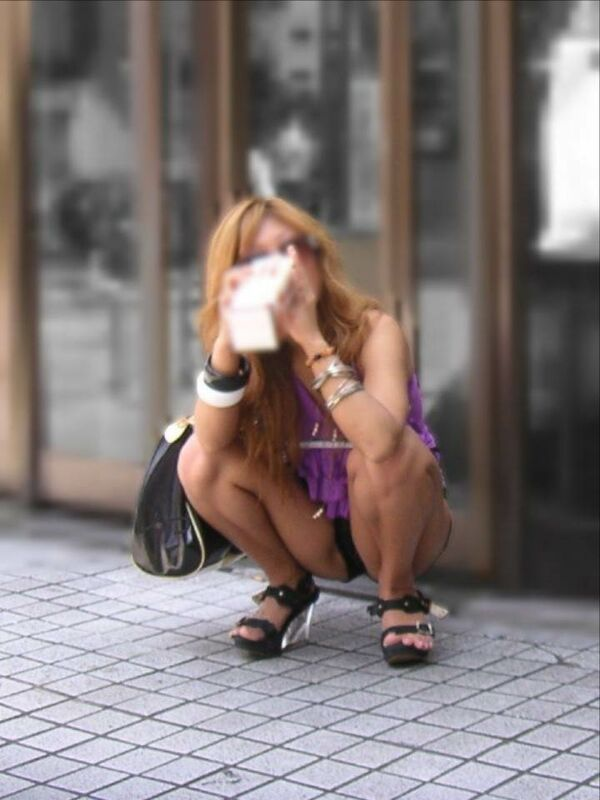 【素人エロ画像】冬でも関係なくミニスカ穿いてパンチラ全開のエロギャル! 15