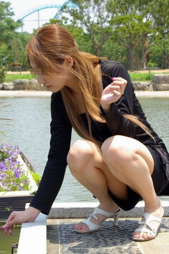 【素人エロ画像】冬でも関係なくミニスカ穿いてパンチラ全開のエロギャル! 69
