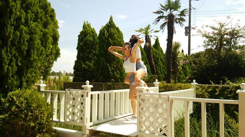 【エリカ・マリナグラビア画像】TikTokでブレイクしたハーフ美人JK姉妹の水着エロ画像 15