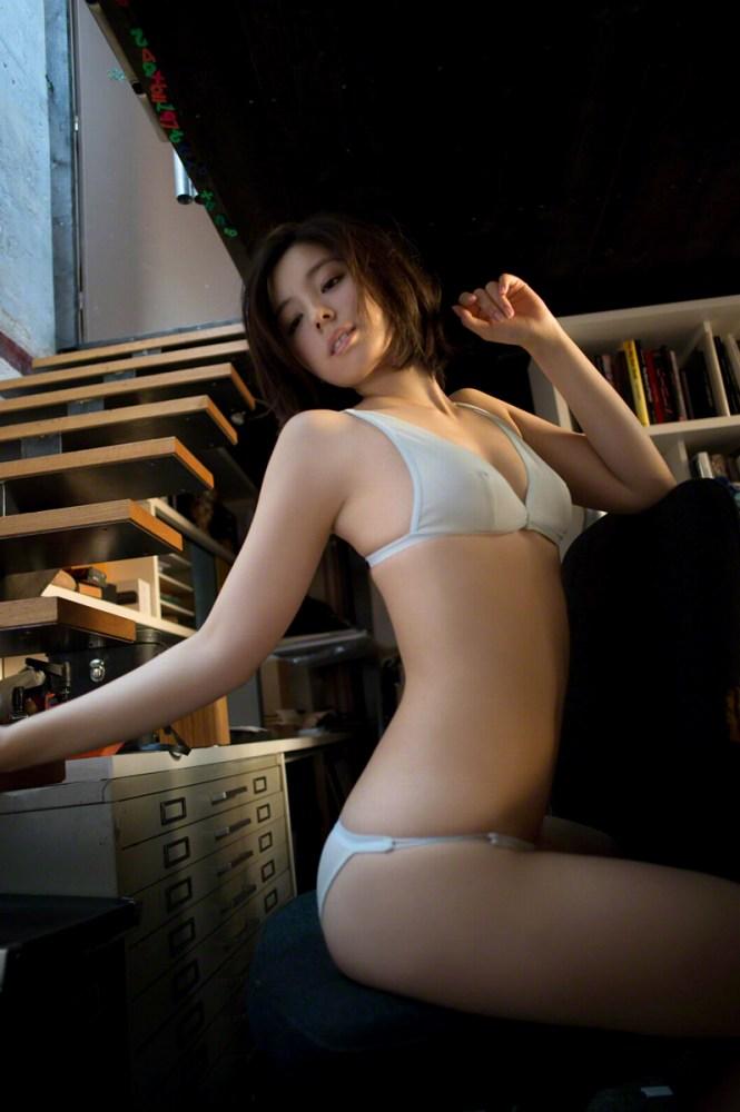 【小池里奈グラビア画像】美少女子役で活躍していた女優がセクシー方面に進出!? 08
