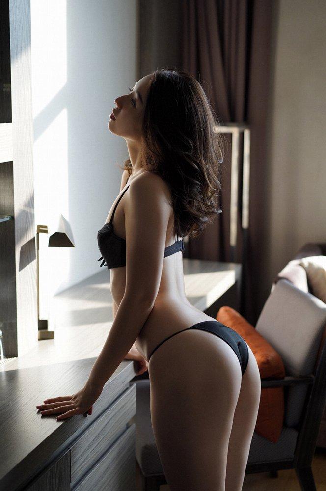 【小池里奈グラビア画像】美少女子役で活躍していた女優がセクシー方面に進出!? 37