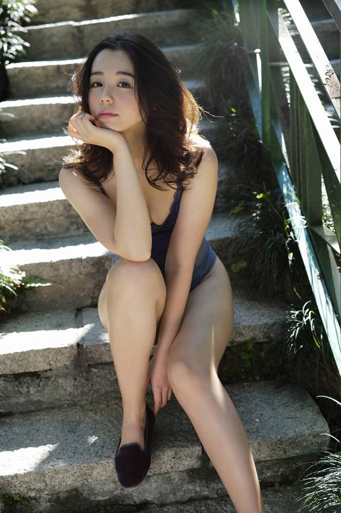 【小池里奈グラビア画像】美少女子役で活躍していた女優がセクシー方面に進出!? 50