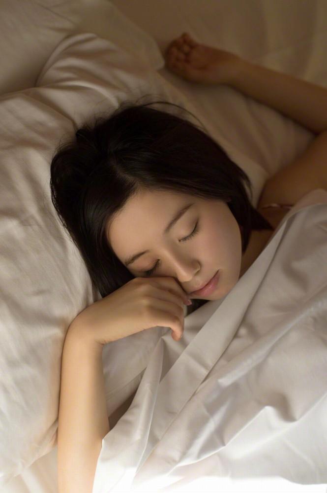【小池里奈グラビア画像】美少女子役で活躍していた女優がセクシー方面に進出!? 75