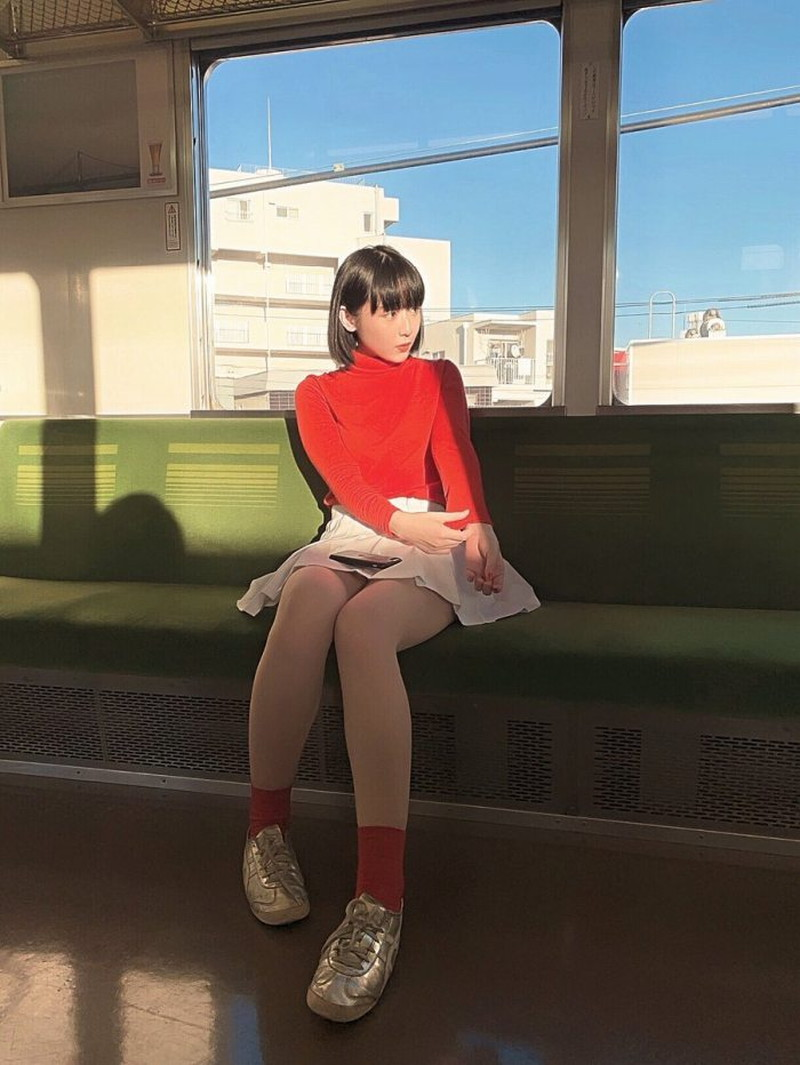 【ろるらりエロ画像】ベビーフェイスが可愛らしいイラストレーター 05