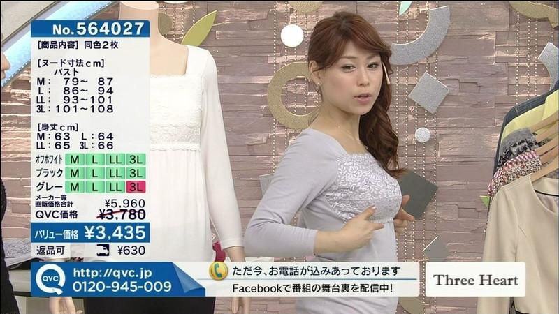 【キャプエロ画像】通販専門チャンネルでまさかの胸チラ発見!? 06