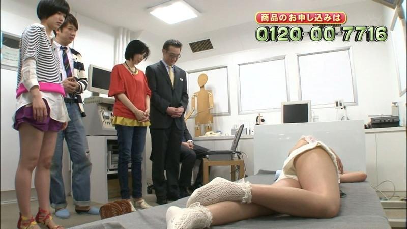 【キャプエロ画像】通販専門チャンネルでまさかの胸チラ発見!? 15