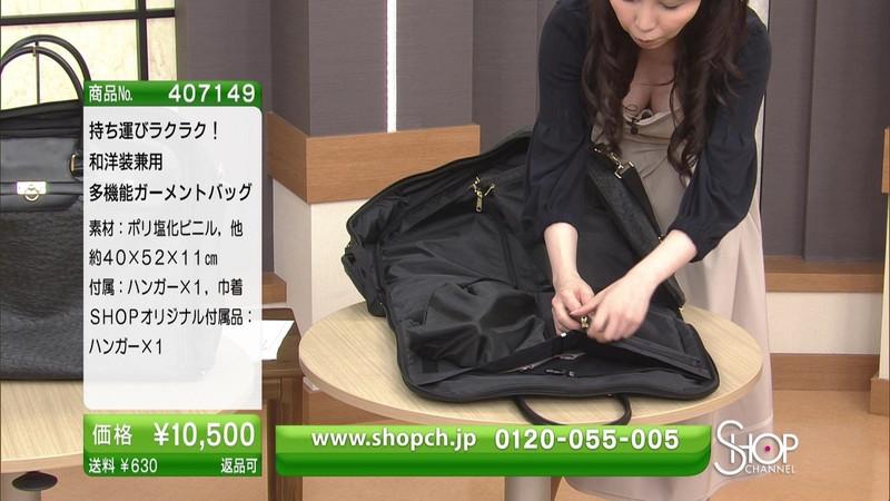 【キャプエロ画像】通販専門チャンネルでまさかの胸チラ発見!? 17